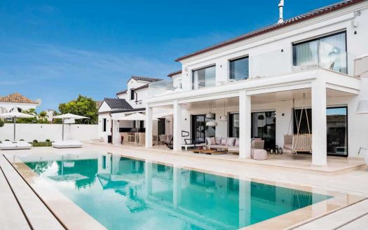 Sleek-Villa-in-Golden-Mile-Marbella
